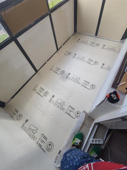 В качестве теплого пола используются электрические нагревательные панели Хотпанел.